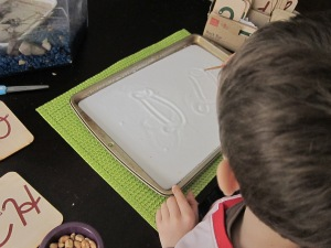 Salt tray for cursive writing