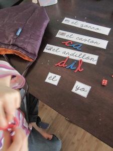 Juego de letras con el alfabeto movil