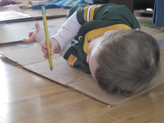 Nena escribiendo
