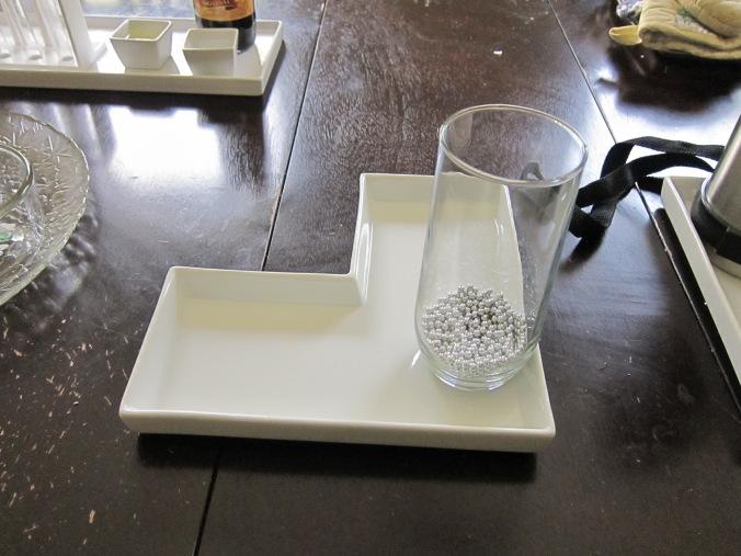 Materiales para la tercera demostración de cómo se mueven las partículas de un liquid Materials for demonstration three on how the particles of a liquid move