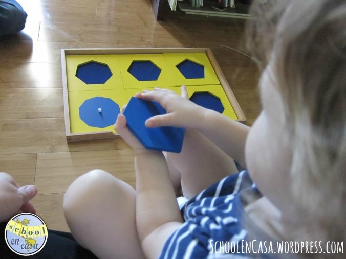 Gabinete geométrico Montessori   Montessori Geometry Cabinet