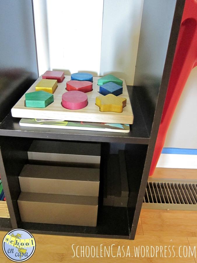 Rompecabezas y escalera marrón Montessori
